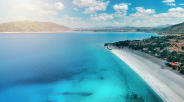Salda Gölü Beyaz Adalar bölgesinde göle girmek ve plaj kullanımı yasak..