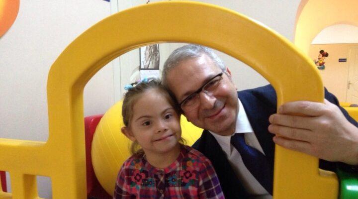 Özel gereksinimli çocuklarla ilgili merak edilenler Dr.Sinan İbiş ile Güzel Hayat'ta..