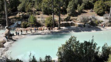 Doğal kanyona sera naylonuyla gölet yaptılar!